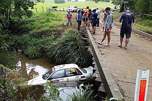 WRC Actualités Une voiture termine dans un ruisseau en Australie
