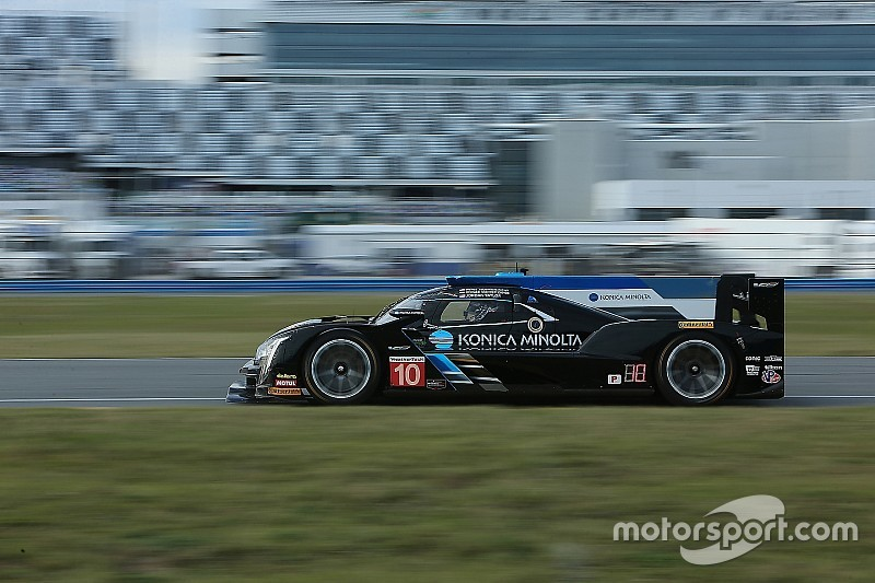 Cadillac mantiene su dominio en Daytona y Alonso fuera del top 10