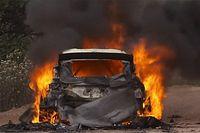 Videó: Lappi interjút ad, mögötte lángol az autója