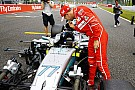 Hamilton Vs. Vettel: így nézték meg egymás autóit a rajtrácson