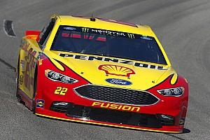 NASCAR Sprint Cup Crónica de Carrera Joey Logano gana una primera etapa accidentada en Richmond