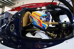 Alonso no para y completa