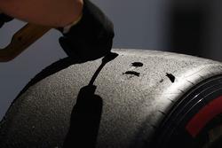 Trabajo se lleva a cabo en algunos neumáticos