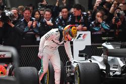 Race winner Lewis Hamilton, Mercedes AMG F1 W08 in parc ferme