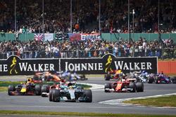 Lewis Hamilton, Mercedes AMG F1 W08, Kimi Raikkonen, Ferrari SF70H, Max Verstappen, Red Bull Racing
