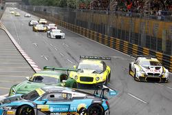 Choque de Renger van der Zande, Mercedes-AMG Driving Academy Mercedes-AMG GT3; Nico Müller, Phoenix Racing Audi R8 LMS