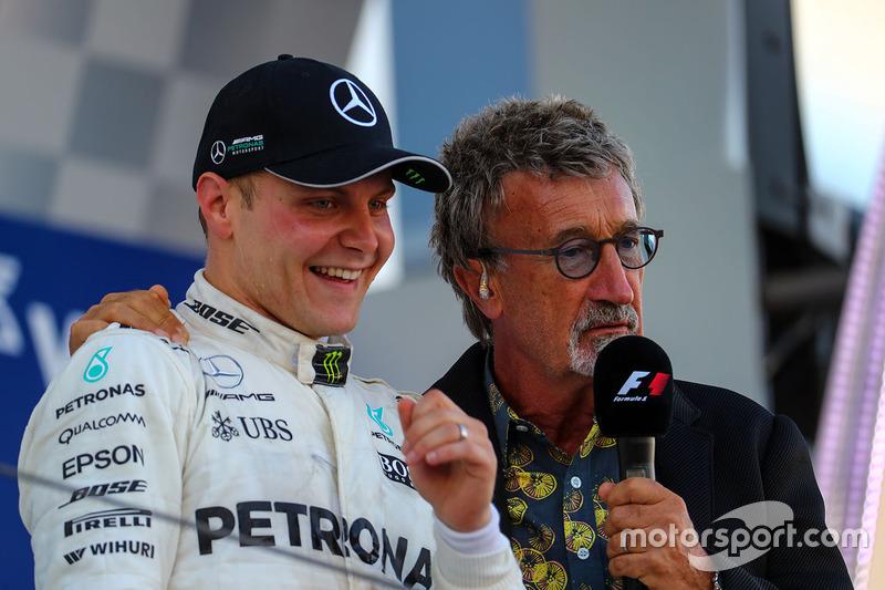 Комментатор телеканала Channel 4 F1 TV Эдди Джордан и пилот Mercedes AMG F1 Валттери Боттас