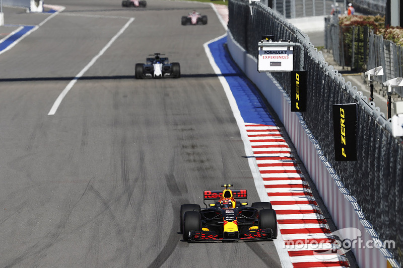 Max Verstappen, Red Bull Racing RB13, Felipe Massa, Williams FW40