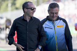 Robert Kubica with Mario Isola, Pirelli on the grid