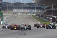 Lewis Hamilton, Mercedes AMG F1 W08, Max Verstappen, Red Bull Racing RB13, Daniel Ricciardo, Red Bull Racing RB13, Valtteri Bottas, Mercedes AMG F1 W08 at the start
