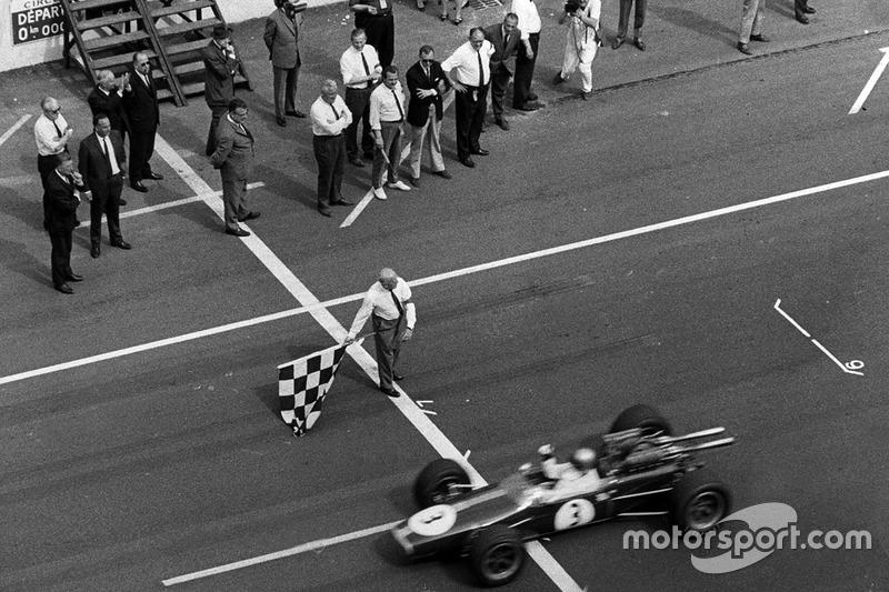 Jack Brabham, Brabham BT24 Repco se lleva la victoria