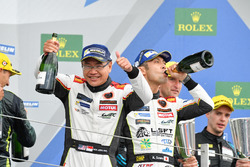 Podium GTE Am : les vainqueurs, la #61 Clearwater Racing Ferrari 488 GTE: Mok Weng Sun, Matt Griffin, Keita Sawa