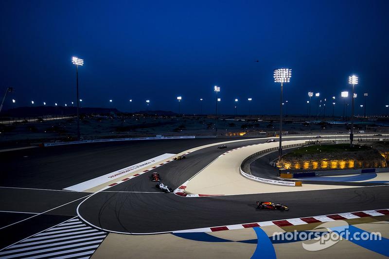 Daniel Ricciardo, Red Bull Racing RB13, Felipe Massa, Williams FW40, Kimi Raikkonen, Ferrari SF70H