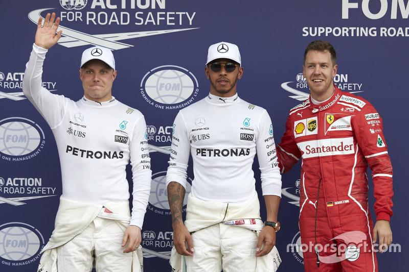 Los tres primeros clasificados: Lewis Hamilton, Mercedes AMG, Sebastian Vettel, Ferrari,y Valtteri Bottas, Mercedes AMG
