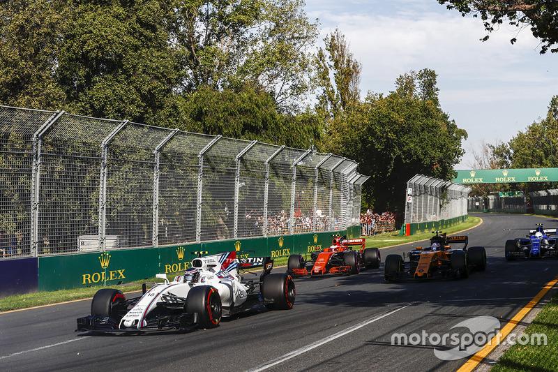 Lance Stroll, Williams FW40, Jolyon Palmer, Renault Sport F1 Team RS17, Stoffel Vandoorne, McLaren MCL32