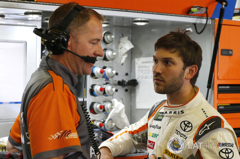 Daniel Suárez, Joe Gibbs Racing Toyota, mit Crewchief Scott Graves