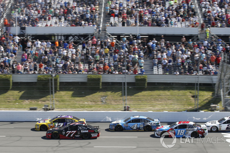 Erik Jones, Furniture Row Racing Toyota, Ricky Stenhouse Jr., Roush Fenway Racing Ford