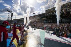 Lucas di Grassi, ABT Schaeffler Audi Sport, Nick Heidfeld, Mahindra Racing, y Felix Rosenqvist, Mahindra Racing, celebran en el podio