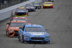 Kevin Harvick, Stewart-Haas Racing, Ford Fusion Busch Beer, Daniel Suarez, Joe Gibbs Racing, Toyota Camry ARRIS