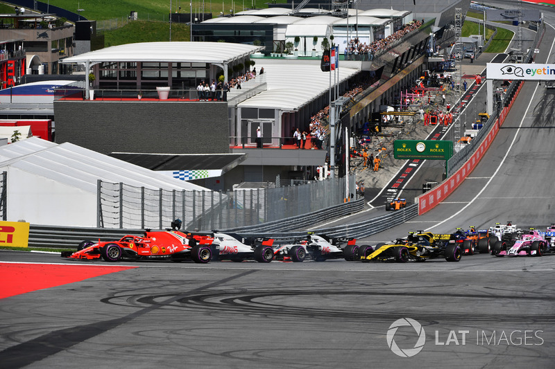 Sebastian Vettel, Ferrari SF71H et Romain Grosjean, Haas F1 Team VF-18 au départ de la course