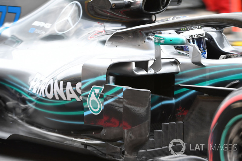Valtteri Bottas, Mercedes-AMG F1 W09 sidepod and barge boards