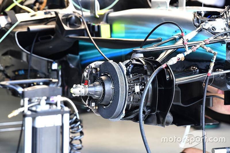 Тормоза и узел крепления переднего колеса Mercedes-Benz F1 W08