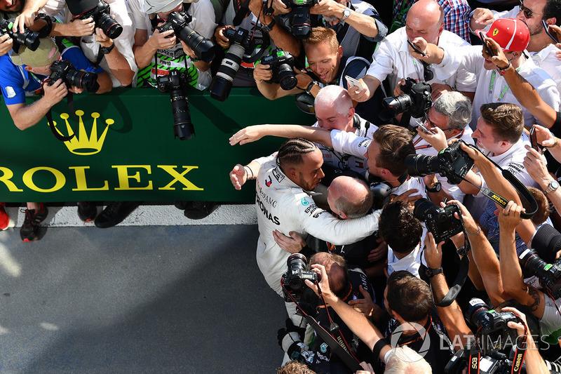 Победитель Льюис Хэмилтон, Mercedes AMG F1