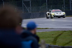 #72 Track-Club McLaren 570S GT4: Adam Balon, Ben Barnicoat in parc ferme