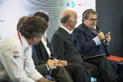 Enzo Bianco, Sindaco di Catania, Presidente del Consiglio nazionale ANCI, nella conferenza Smart Cities