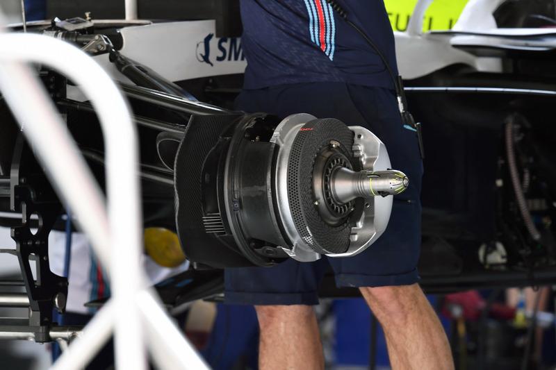 Williams FW41 front wheel hub