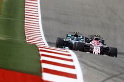 Esteban Ocon, Sahara Force India F1 VJM10, Valtteri Bottas, Mercedes AMG F1 W08