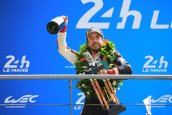 Podio general: Fernando Alonso, Toyota Gazoo Racing
