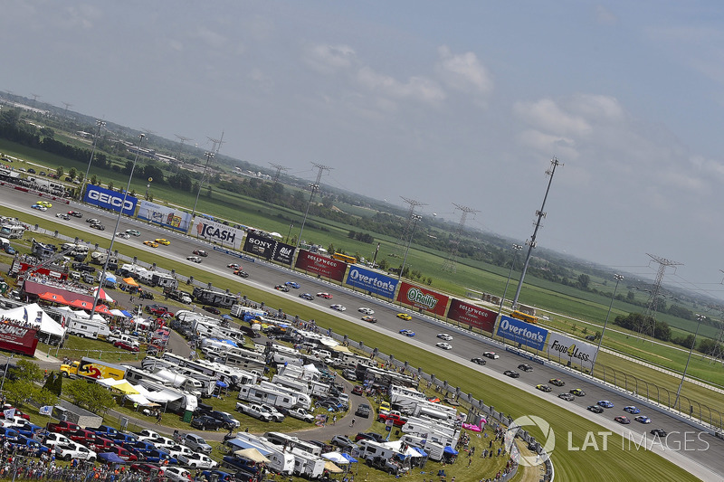 Ryan Blaney, Team Penske, Ford Fusion PPG e Paul Menard, Wood Brothers Racing, Ford Fusion Menards / Sylvania