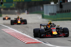 Max Verstappen, Red Bull Racing RB14 Tag Heuer, leads Daniel Ricciardo, Red Bull Racing RB14 Tag Heuer