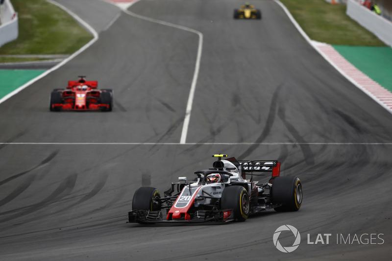Кевин Магнуссен, Haas F1 Team VF-18, и Себастьян Феттель, Ferrari SF71H