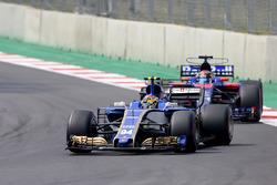 Pascal Wehrlein, Sauber C36, Brendon Hartley, Scuderia Toro Rosso STR12