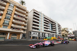 Sergio Perez, Force India VJM11, leads Pierre Gasly, Toro Rosso STR13, Nico Hulkenberg, Renault Sport F1 Team R.S. 18, Sergey Sirotkin, Williams FW41, and the remainder of the field at the start