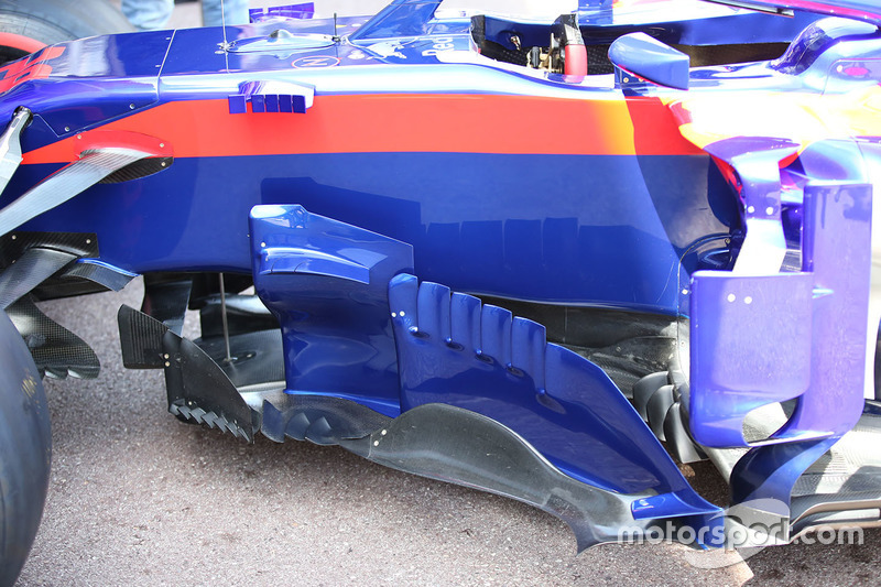 Les pontons de la Toro Rosso STR13