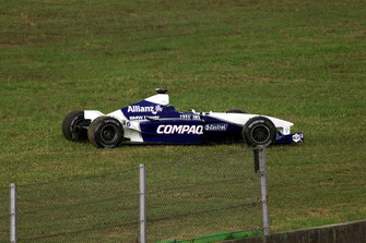 Damaged car of Juan Pablo Montoya, BMW Williams FW23