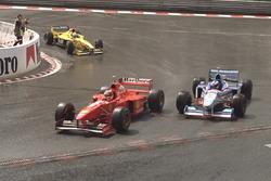 Міхаель Шумахер (Ferrari) проходить Жана Алезі (Benetton) незабаром після того, як автомобіль безпеки пішов з траси -  Гран Прі Бельгії