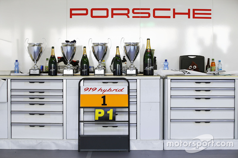 Race winners #1 Porsche Team Porsche 919 Hybrid: Timo Bernhard, Mark Webber, Brendon Hartley
