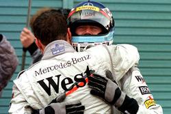 David Coulthard, McLaren hugs team mate and new World Champion Mika Hakkinen, McLaren