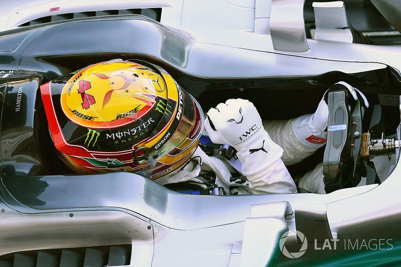 Ganador de la carrera Lewis Hamilton, Mercedes-Benz F1 W08 celebra en parc ferme