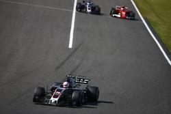 Kevin Magnussen, Haas F1 Team VF-17, Kimi Raikkonen, Ferrari SF70H, Romain Grosjean, Haas F1 Team VF-17