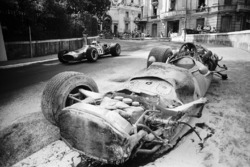 Denny Hulme, McLaren-Cosworth M7A; Pedro Rodriguez' destroyed BRM P133