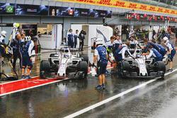 Felipe Massa, Williams FW40, Lance Stroll, Williams FW40, in the pit lane