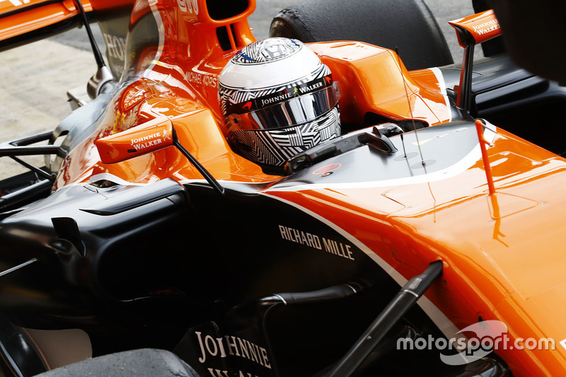 Fernando Alonso, McLaren MCL32.