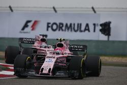 Esteban Ocon, Force India VJM10; Sergio Perez, Force India VJM10