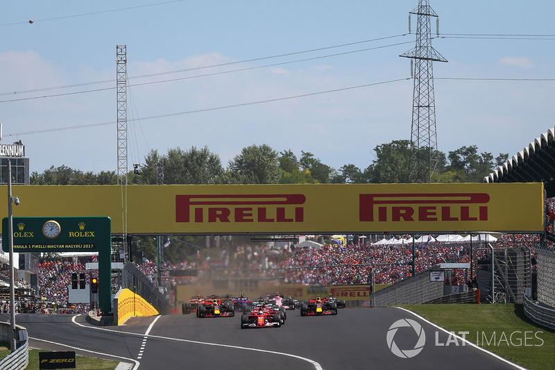Себастьян Феттель, Ferrari SF70-H, лідирує на старті гонки