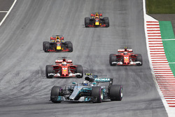 Valtteri Bottas, Mercedes AMG F1 W08, Sebastian Vettel, Ferrari SF70H, Kimi Raikkonen, Ferrari SF70H